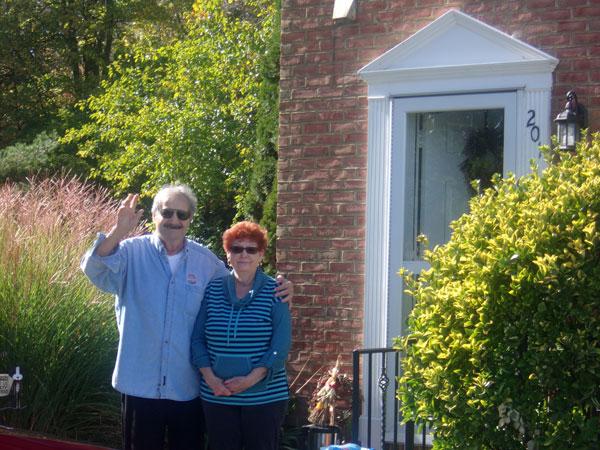 Jim-&-Joan-Leo-driveby-gree